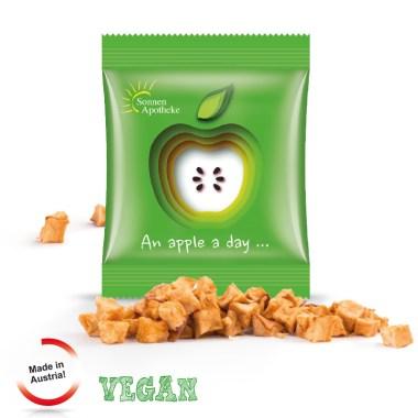 getrocknete Apfelstücke mit Werbeaufdruck