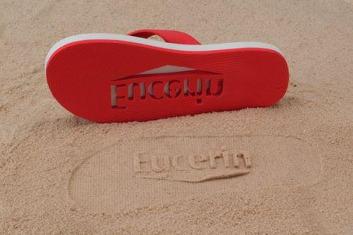 Badeschuhe mit Stanzung Ihres Logos sorgen für einen besonderen Werbeeffekt im Sand