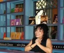 María Eugenia García en uno de los sets del programa LUCES.