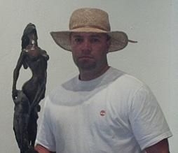 Noelio González y sus esculturas en bronce.