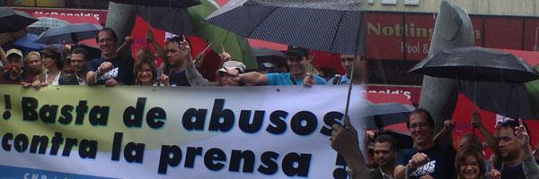 Los periodistas venezolanos, en su día, se pronuncian con una Marcha en favor de la Libertad de Expresión, apoyando además al Canal GLOBOVISIÓN.