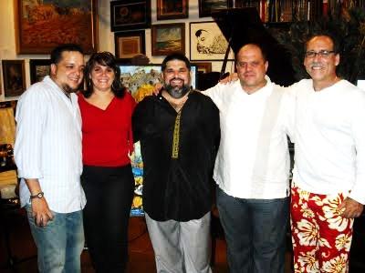 Algunos de los blogueros mencionados en este post...que acompañaron a Josán Caballero en la velada de lanzamiento de la Revista BRUJULAR DE MIAMI.
