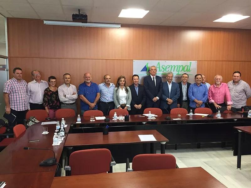 Foto de familia en la sede de Asempal en la ciudad de Almería.