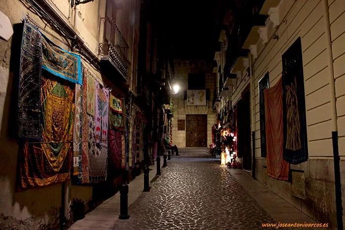 Calles en el centro de Granada, Alhambra, Paseo de los Tristes, río Darro, embrujo andalusí.