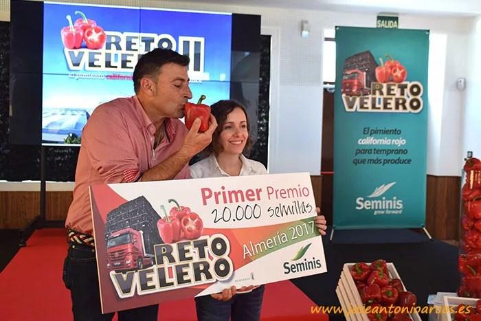 Juan Escobosa, ganador del Reto Velero, con Ana Azor, marketing de Seminis.