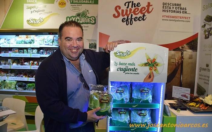 Luis Salcedo, Rijk Zwaan, con la lechuga snack.