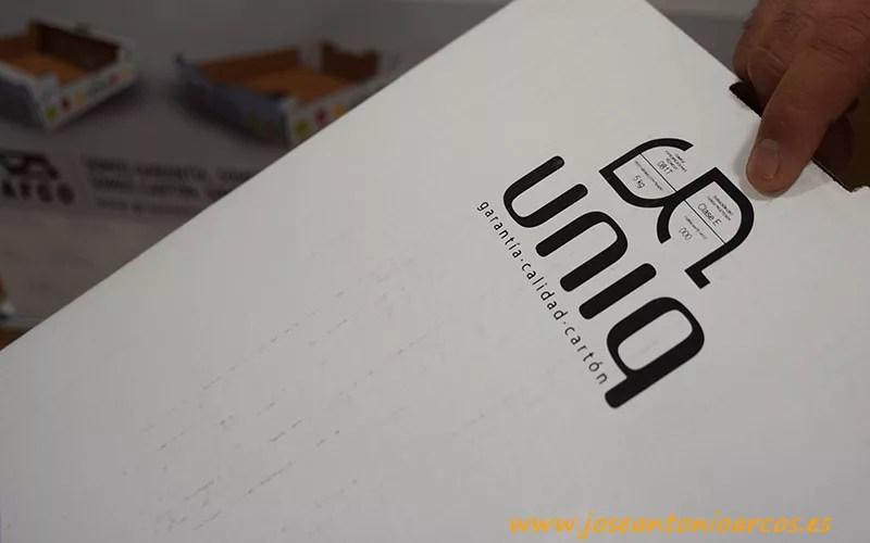 Sello Uniq. Cartón ondulado.