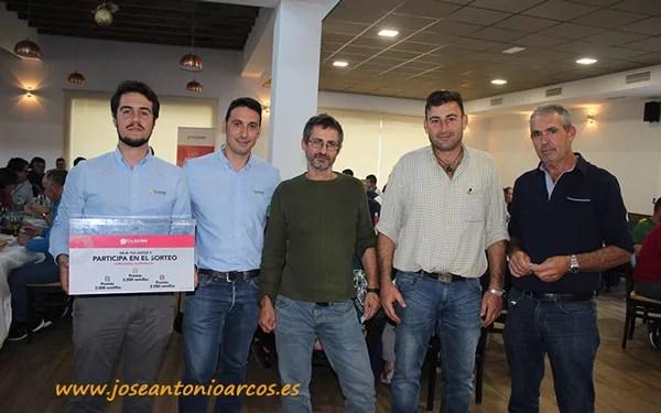 José Miguel Reyes y David González de HM Clause con los agricultores agraciados en el sorteo: José Barrionuevo (5.000 semillas), Juan Escobosa (2.000 semillas) y Miguel Uclés (3.000 semillas).