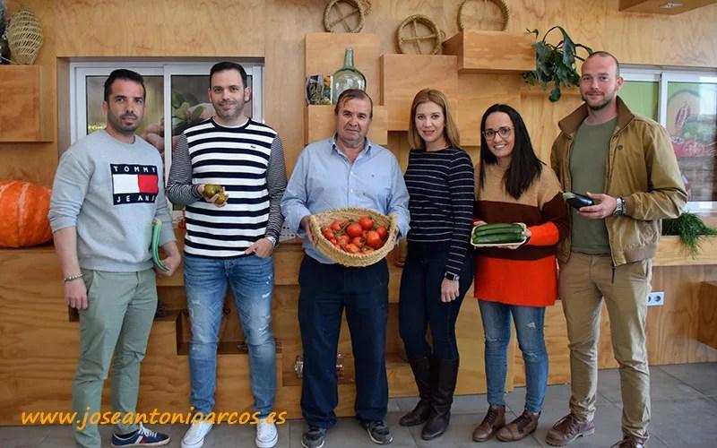 José Montoya con sus hijos Andrés y José Manuel con Rocío Guerrero, Pilar Rodríguez y Javier Úbeda. -joseantonioarcos.es