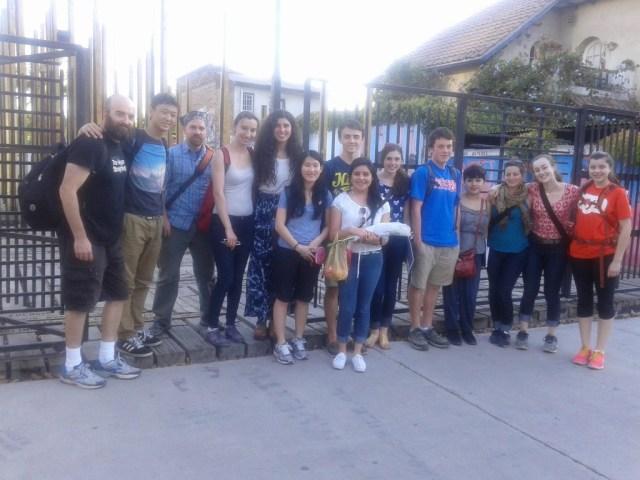 Estudiantes de Portland, Oregon, EEUU. En la velatón de los miércoles en Casa Memoria.