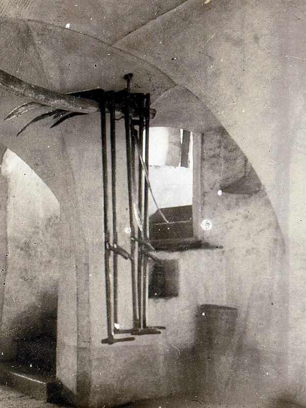 Ansitz Lusenegg 1890, Hausgang