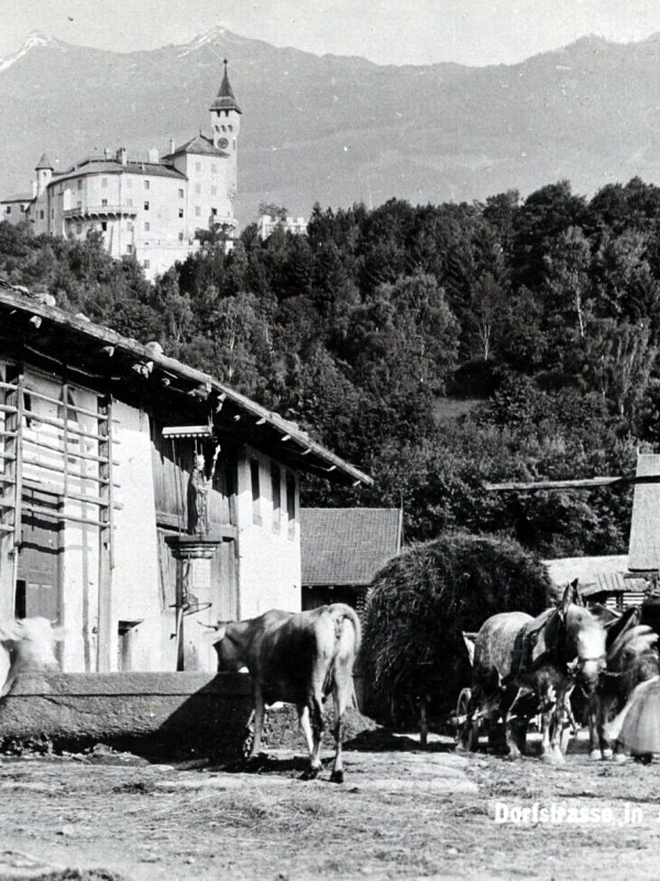 Amras 1899, Bäuerliche Dorfstraße