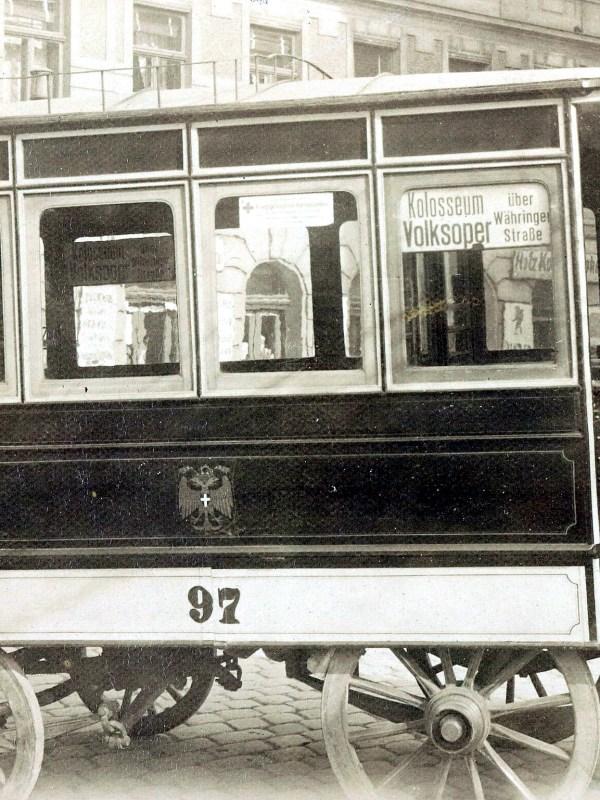 Wien 1917, Bus-Schaffnerin