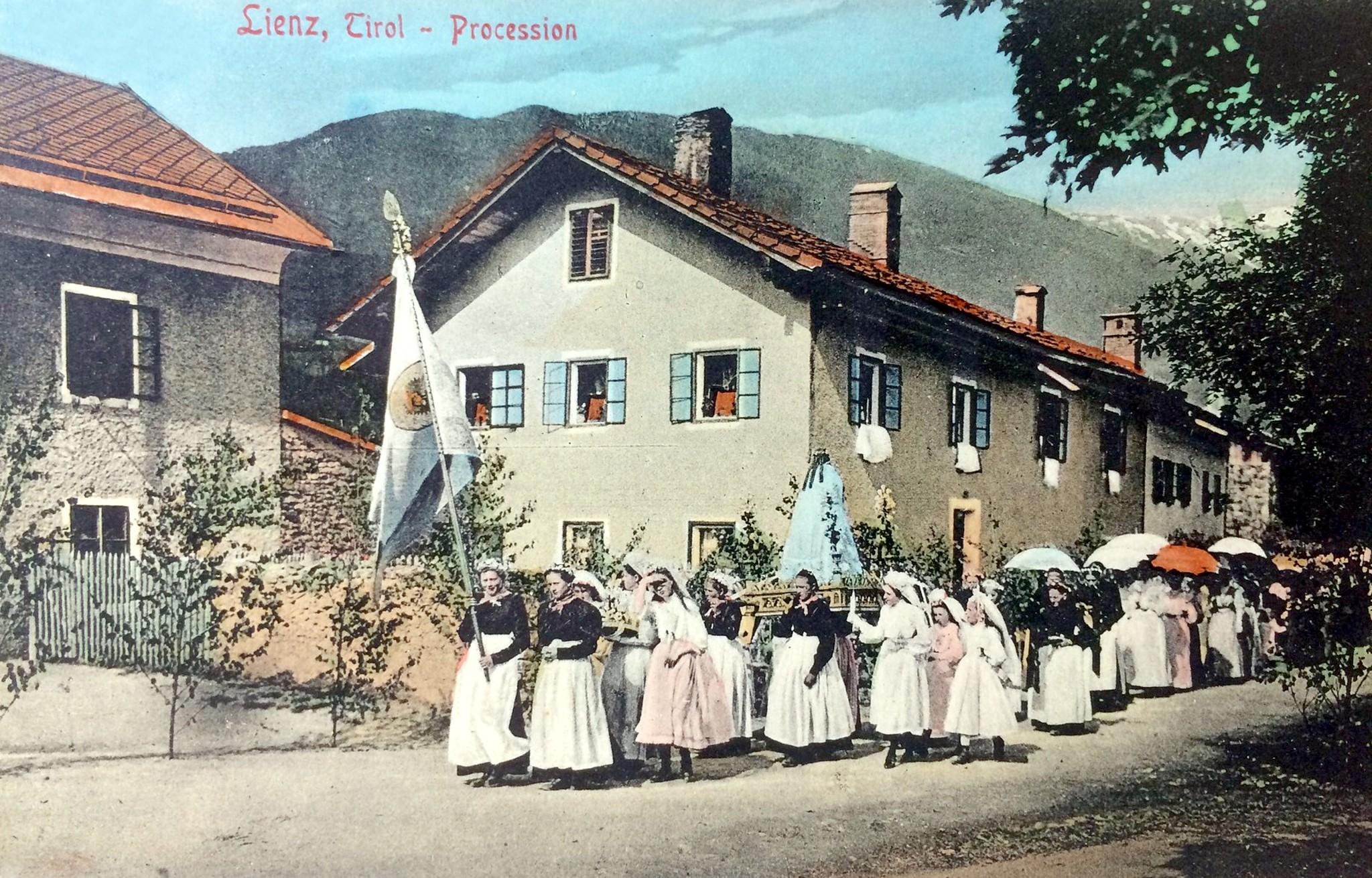 Lienz 1910, Prozession