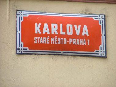 Praga, Karlova ulice, el pozo dorado