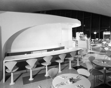 A principios de los 60 diseñó los restaurantes Union News en las terminales de la aerolínea TWA.