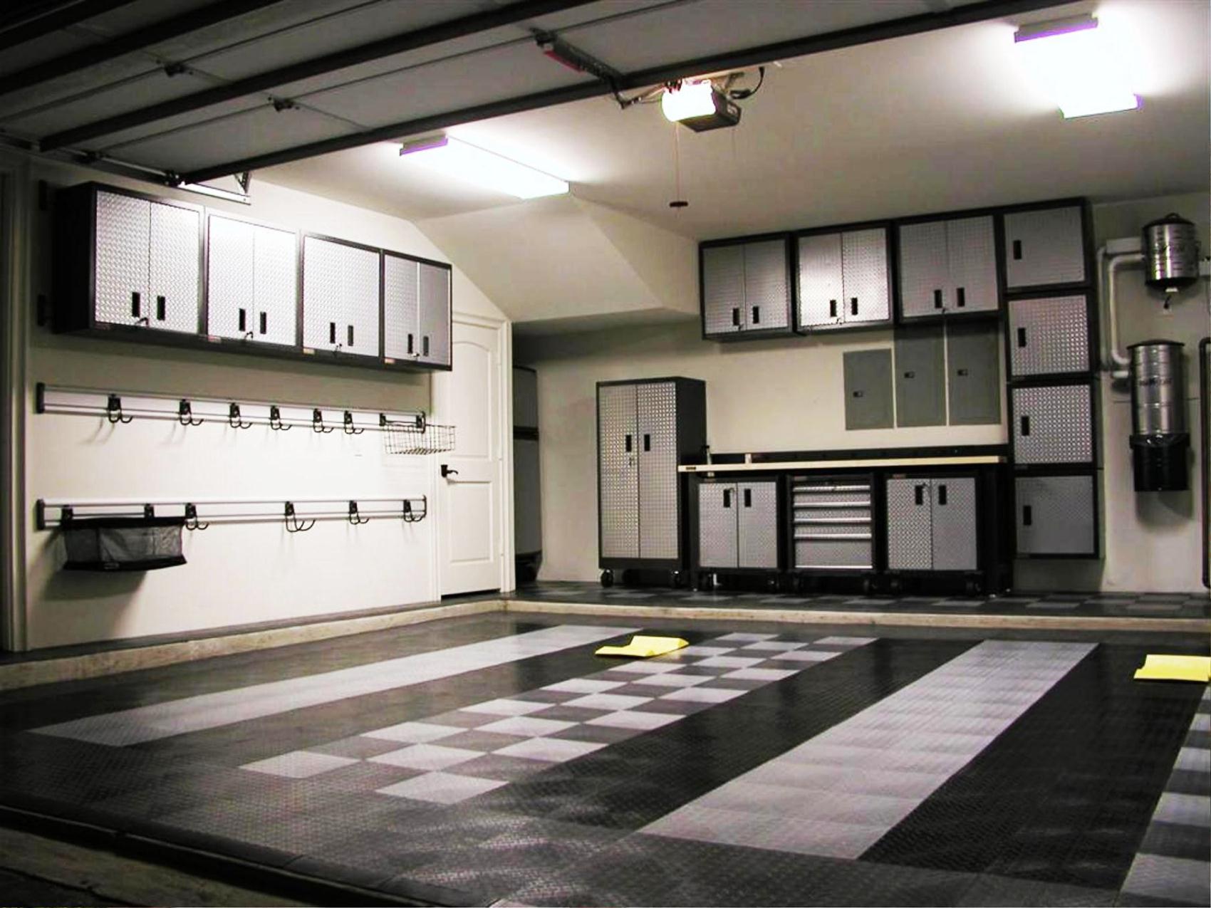 Custom Garages on Garage Decorating Ideas  id=27476