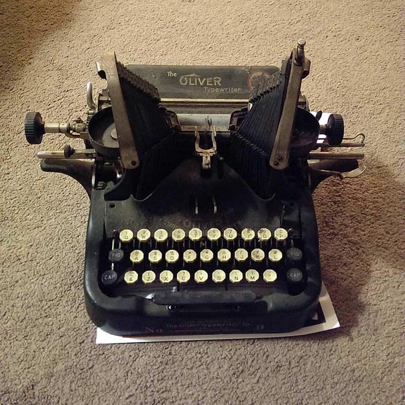 Condalmo Lit Blog Typewriter