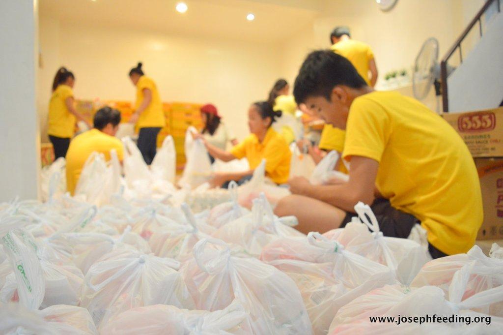 2015-10-TYPHOON LANDO REPACKING-001