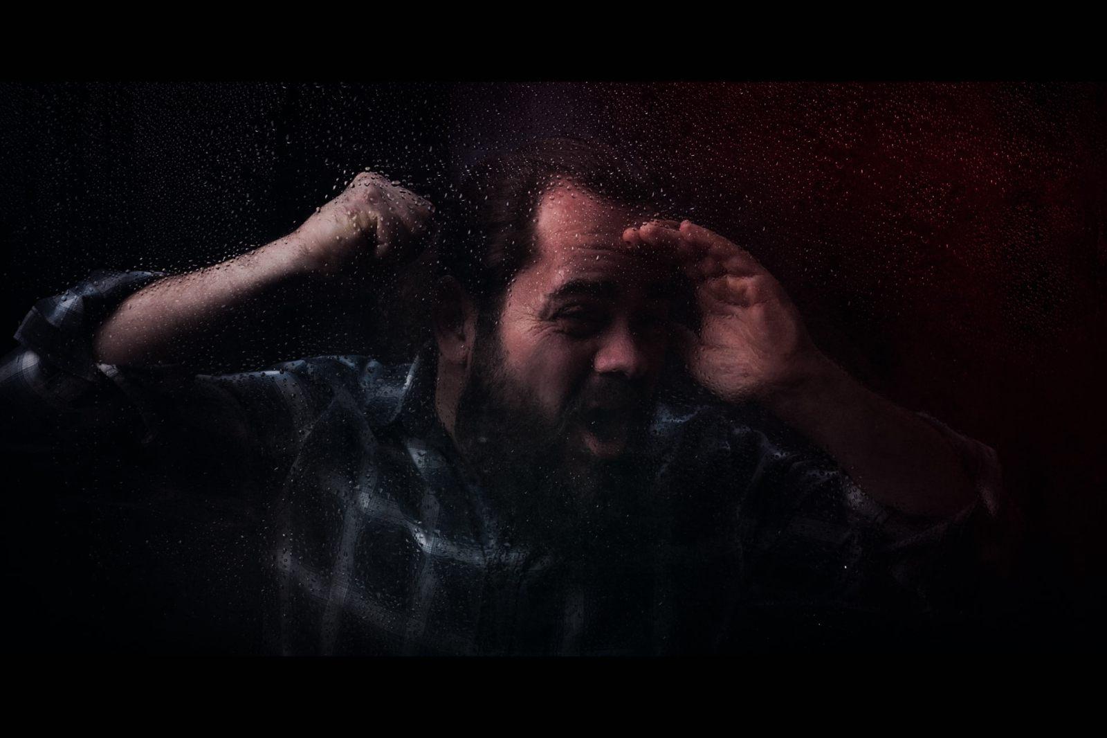 anger at the window - v2-jpitois.fr-