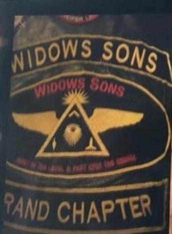 foto de la parte posterior de un chaleco de un miembro de Widows Son