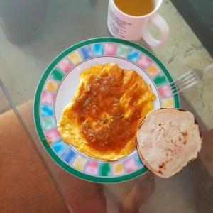 Huevos con salsa