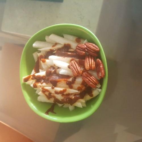 Jicama con salsa bufalo