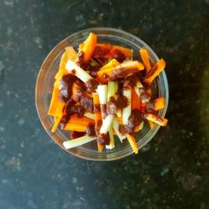 Palitos de zanahoria y apio con salsa bufalo y limon