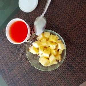 Piña picada con gelatina