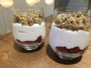 frutos rojos con yogur y cereales