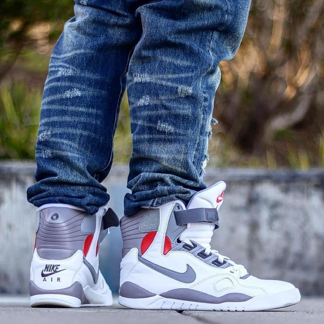 Nike Air Pressure sneakers on foot