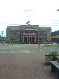 The front view of the Municipal Hall.