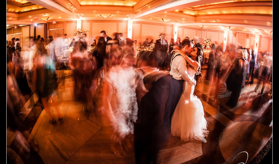 The last dance at Glen Island Harbor Club Wedding New York. Pictures by NYC Wedding Photographer Josh Wong Photography