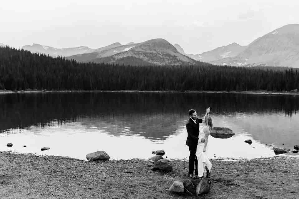 Romantic Colorado Elopement Photography | Josie V Photography