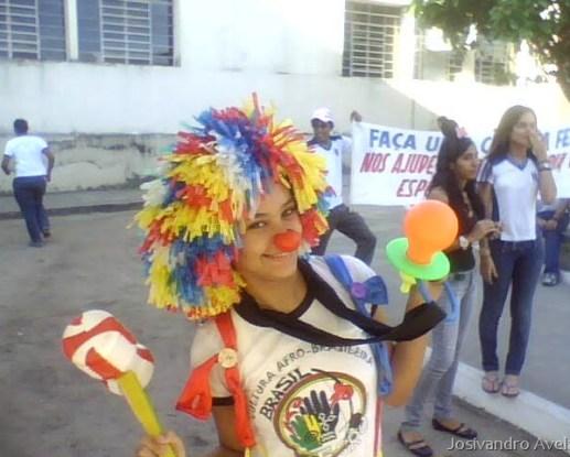 """Alegria e solidariedade na campanha """"Faça uma criança feliz"""", dos alunos do NEA do Lyceu."""
