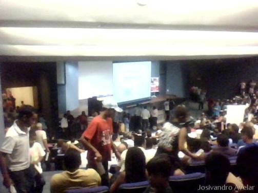 Público presente ao lançamento da campanha da faixa de pedestre.