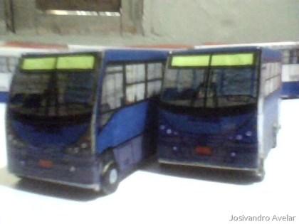 ...E dois microônibus.