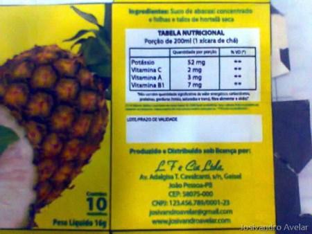 Parte direito da caixa do Chá Filipeia- Informações nutricionais e endereço fictício.