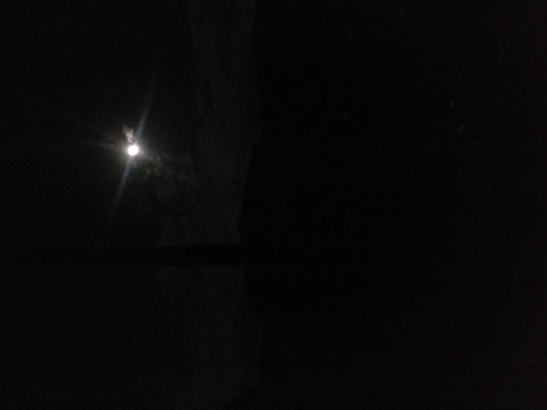 O luar para iluminar.
