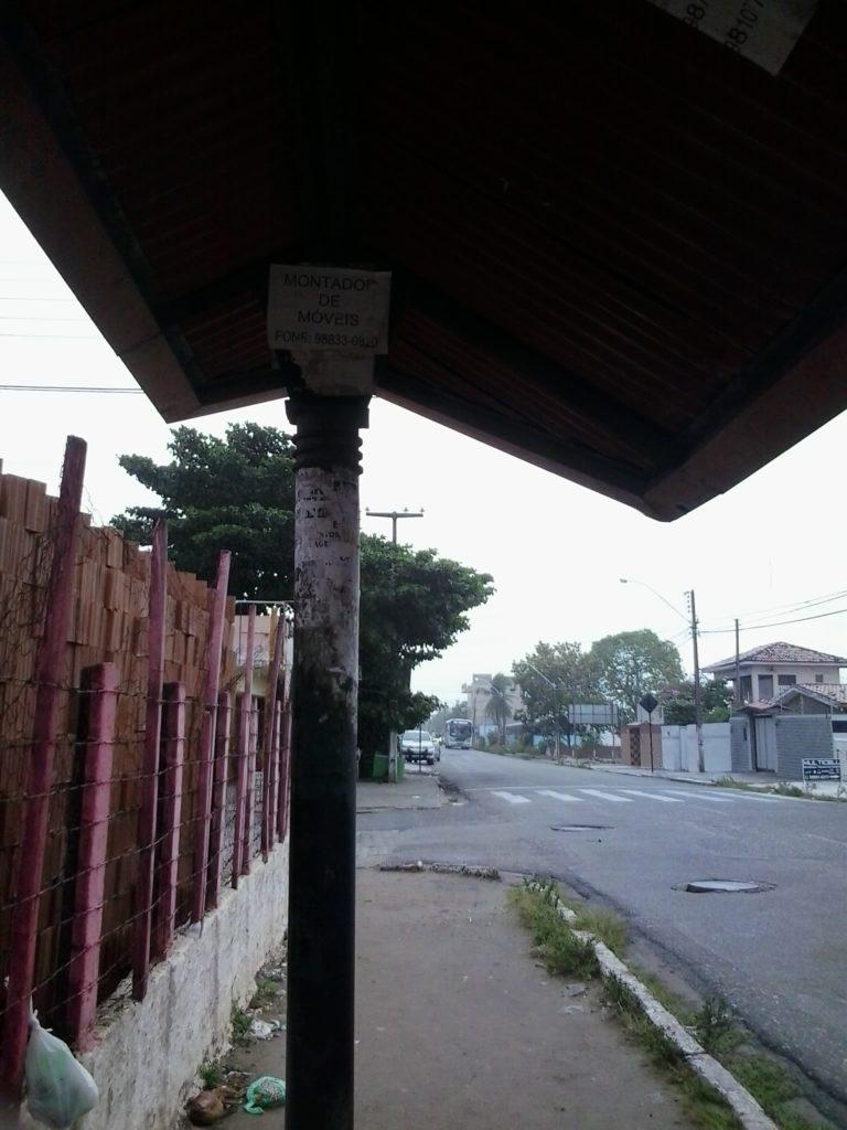 Parada da Rua Nereu Ramos, no Cristo. A calçada estreita deve explicar porque a velha parada continua aqui.