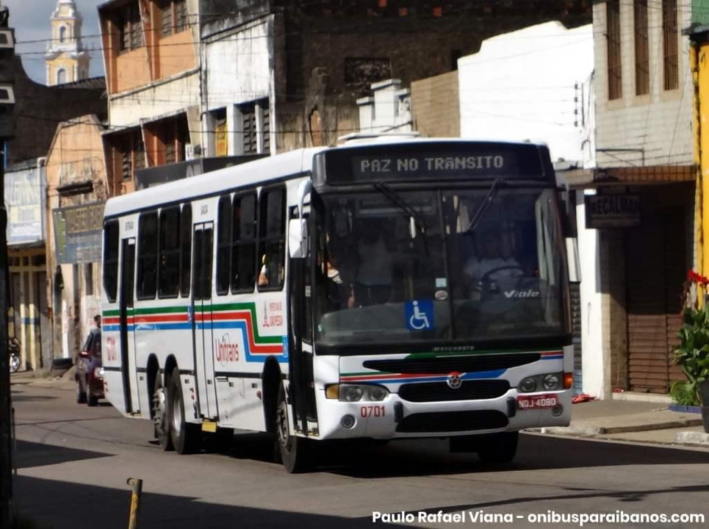 Foto exibindo um ônibus da Transnacional com a numeração 0701. Fim da descrição.