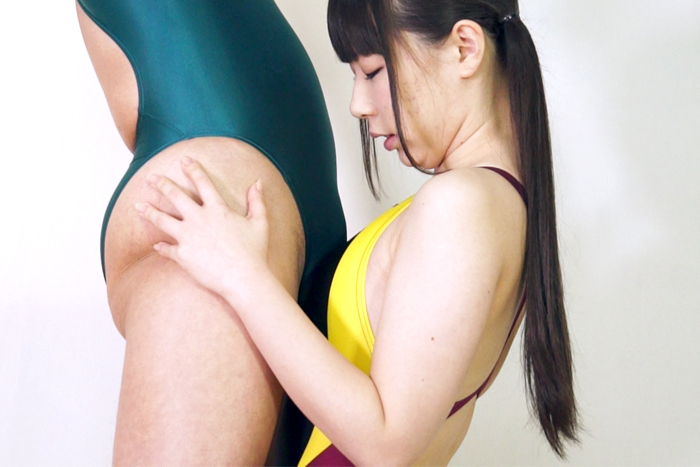 男女とも競泳水着 異常な背徳感を感じる変態プレイに興奮