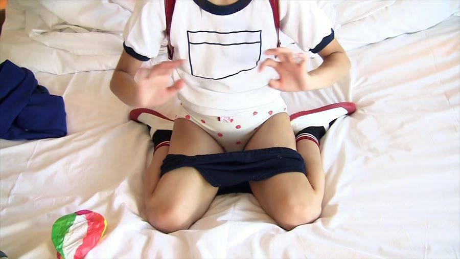 JC・JSロリ美少女が体操着ブルマに制服姿でM字開脚モロにパンチラ!