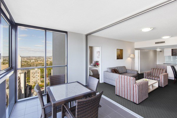 Best Brisbane Hotel Apartments Rooms At Oaks Charlotte Towers With Pictures