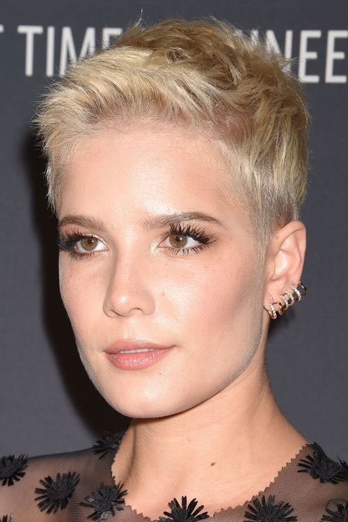 Free Sweet And S*Xy Pixie Hairstyles For Women Wallpaper