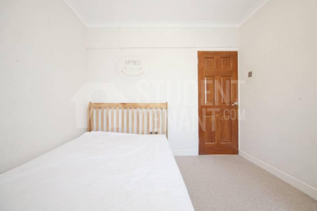 Best 5 Bedroom Student House In Wanborough Drive London Sw15 With Pictures