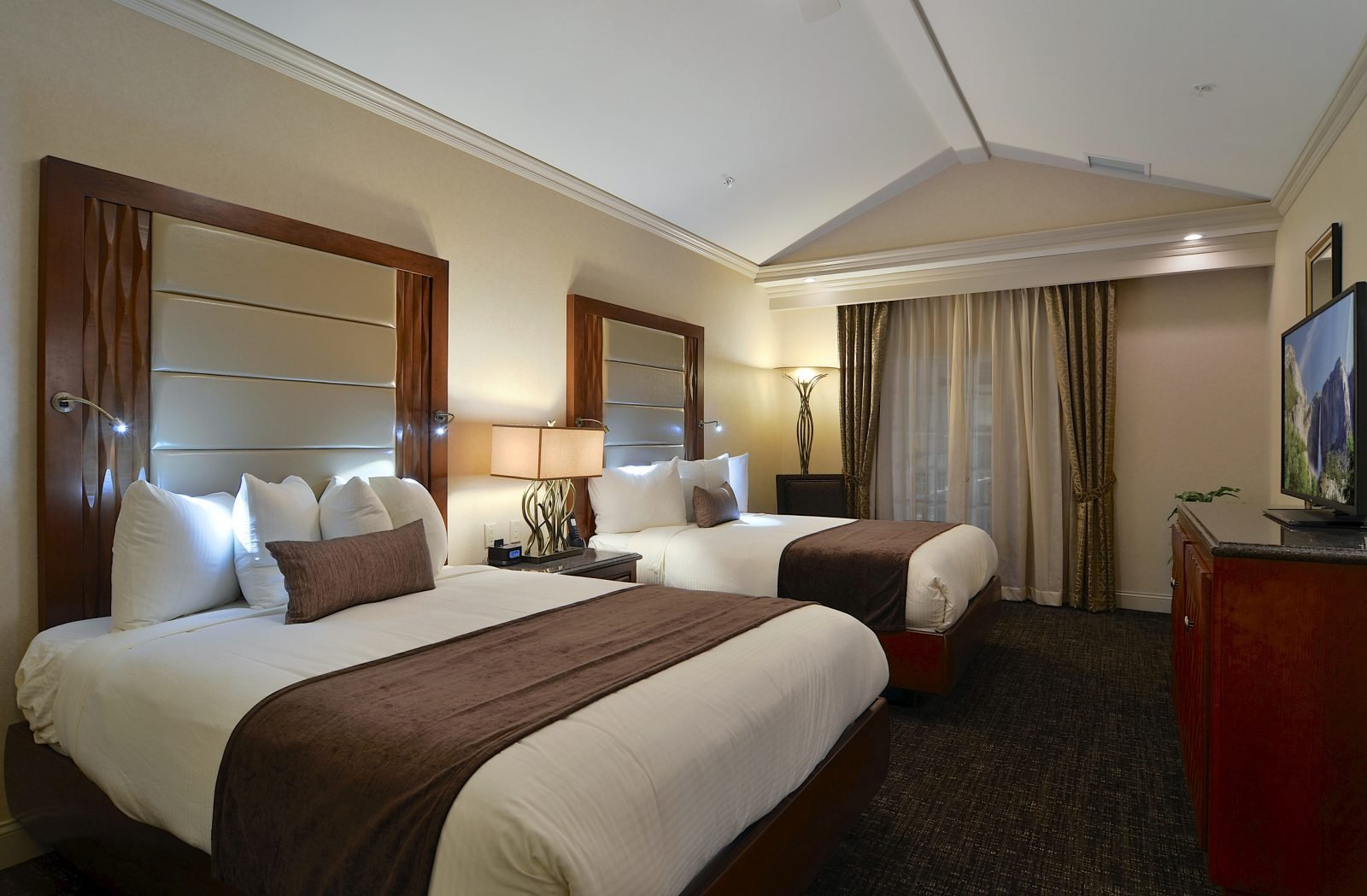 Best Hotel Rooms With Two Bedrooms 2 Bedroom Suites In With Pictures