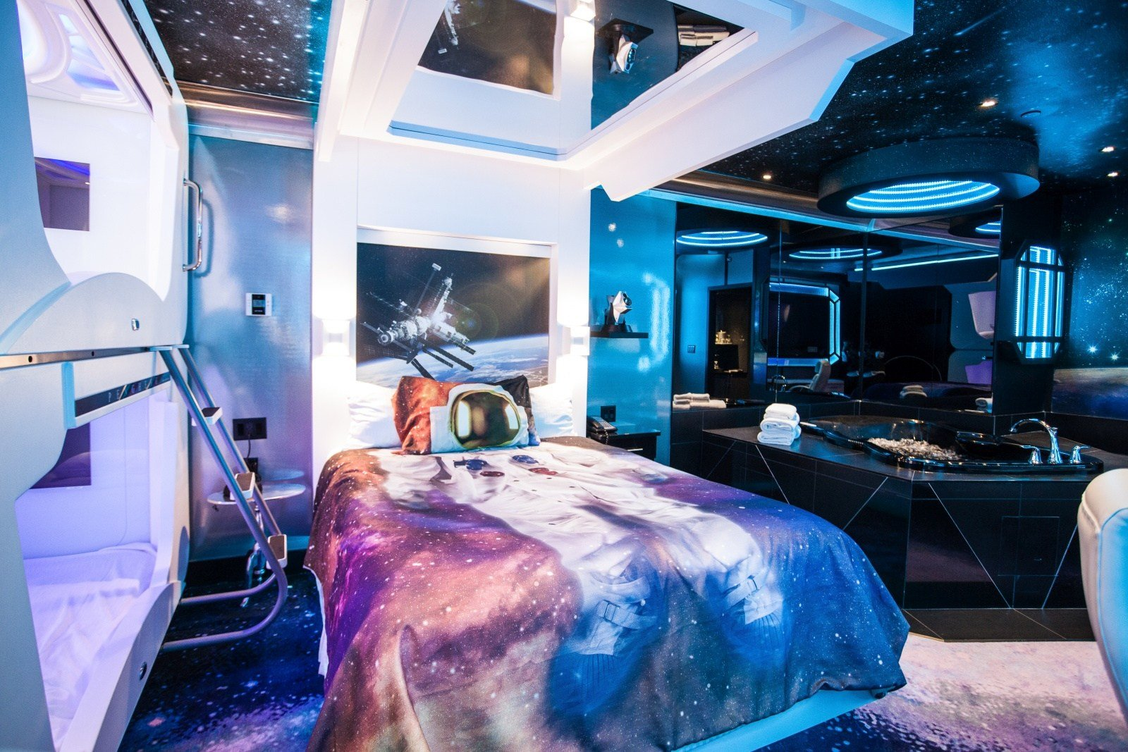 Best Fantasyland Hotel Where Dreams Are In Rare Agreement With Pictures