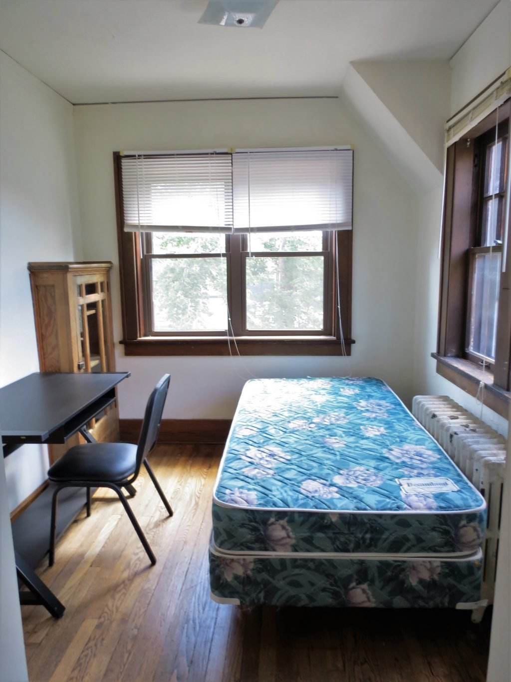 Best 2 Bedroom Apartment 705 W Elm St Urbana Il Hunsinger With Pictures