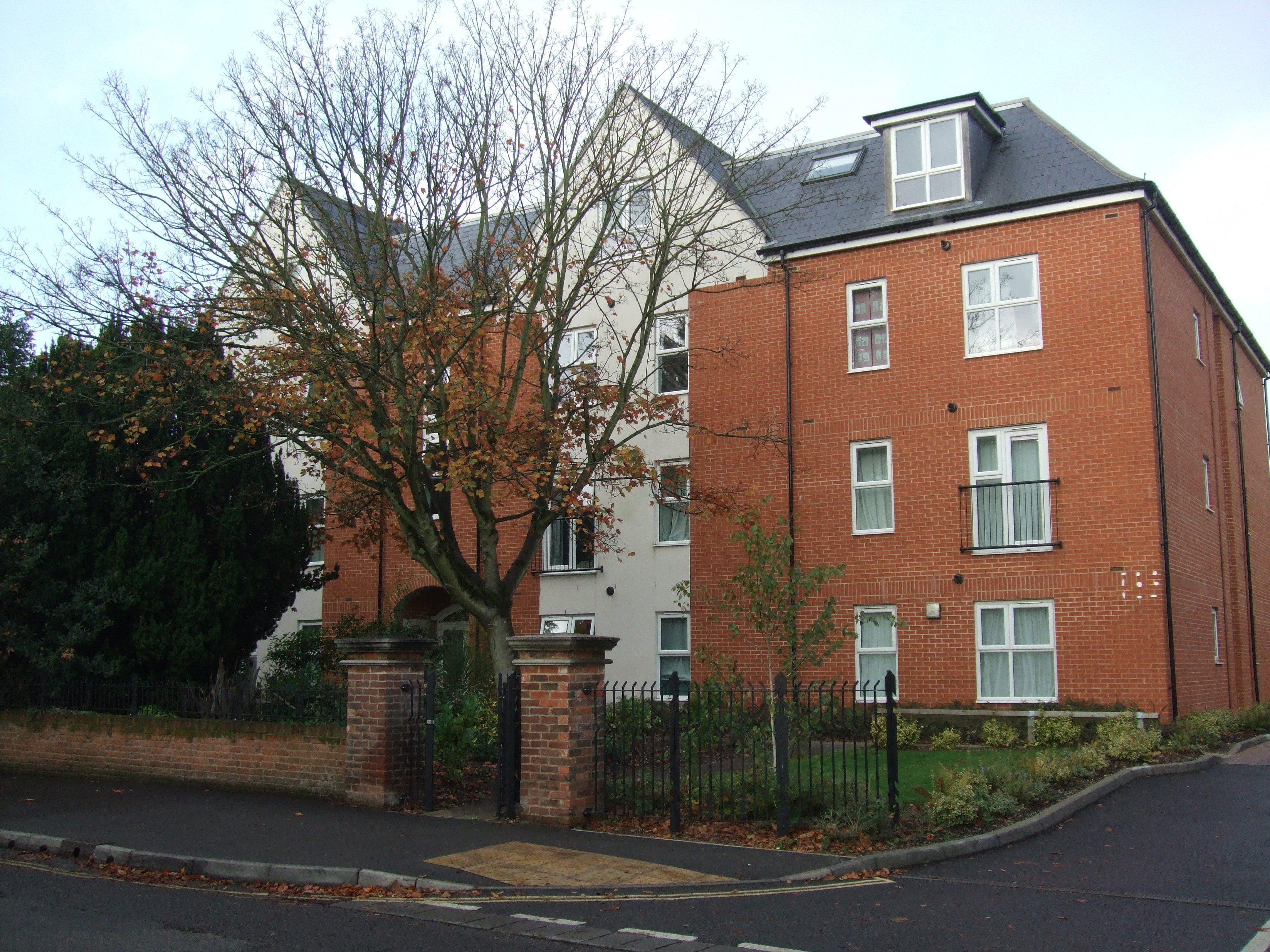 Best 1 Bed Flat To Rent 1A Archers Road Southampton So15 2Ta With Pictures